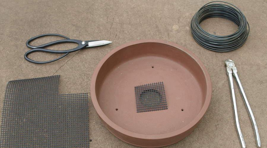 How to cover the drainage hole of a bonsai pot - cutting grid